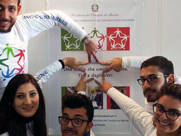 Alcuni giovani del Servizio Civile Nazionale al Salone dello studente di Catania, dicembre 2015