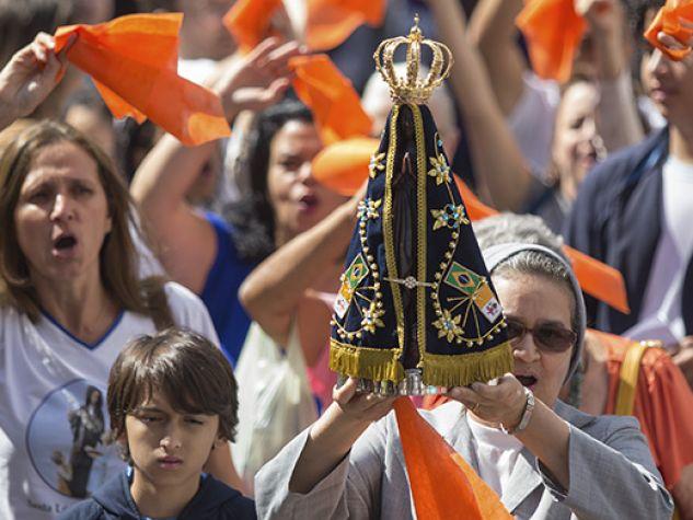 processione con copia della statua dell'Aparecida