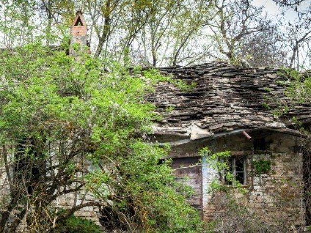 Il respiro delle case abbandonate.