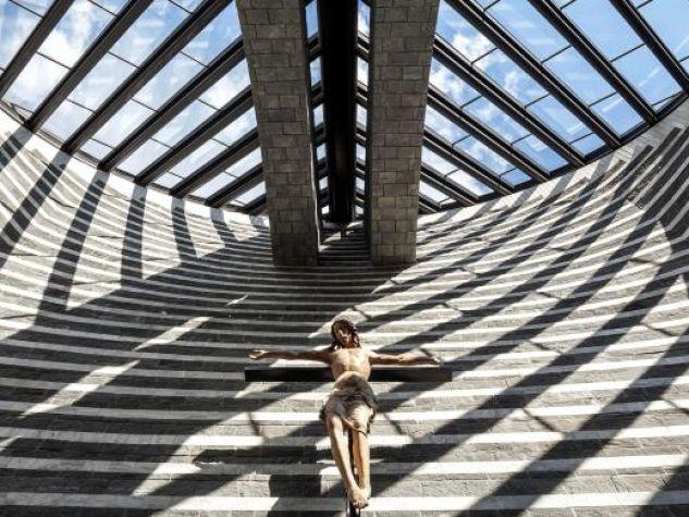 Chiesa di San Giovanni Battista (interno) a Mogno, Canton Ticino, Svizzera (1986-96).
