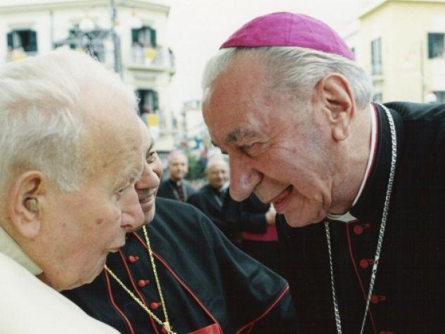 monsignor Antonio Riboldi con san Giovanni Paolo II a Pompei