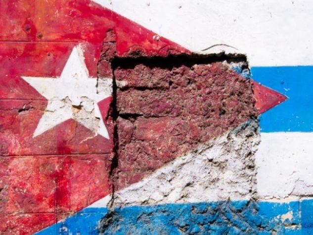 Murales che ritrae la bandiera cubana a L'Avana.