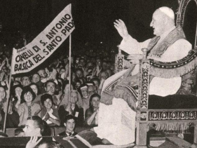 San Giovanni XXIII benedice i devoti del Santo nell'udienza del 3 giugno 1962