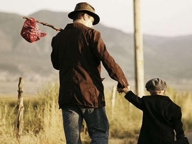 padre e figlio in partenza per un viaggio
