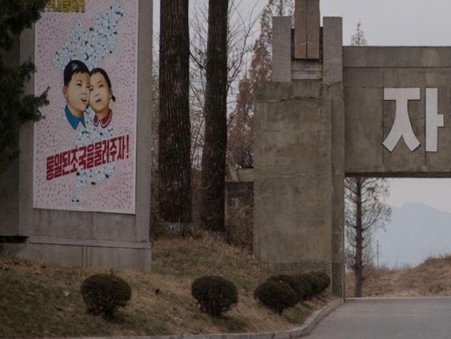 Cartellone di propaganda a Panmunjom, al Confine con la Corea del Sud.