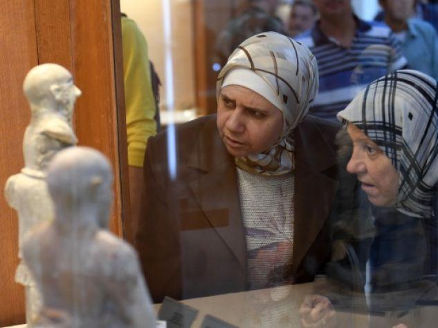 Visitatrici alla riapertura del Museo nazionale di Aleppo il 24 ottobre.