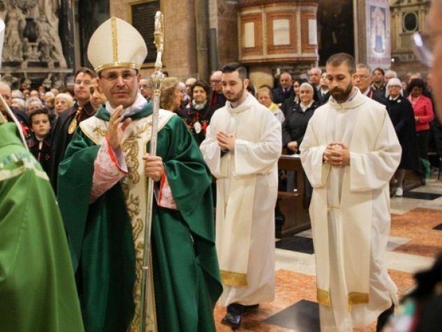 Monsignor Dal Cin fa il suo ingresso in Basilica del Santo