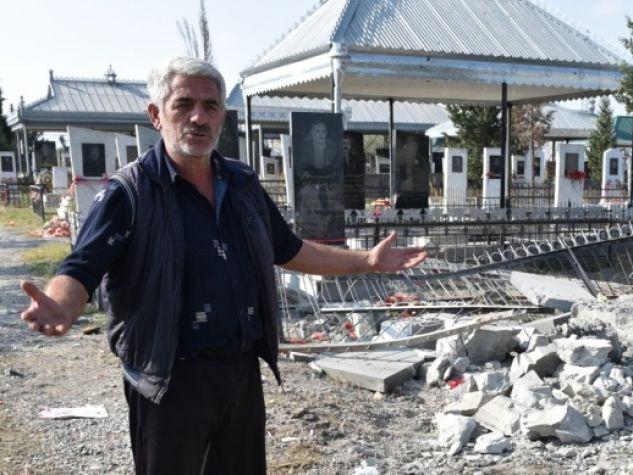 Il cimitero di Terter danneggiato dai bombardamenti.