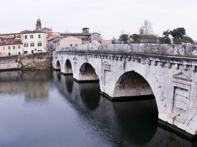 Il ponte di Tiberio a Rimini.