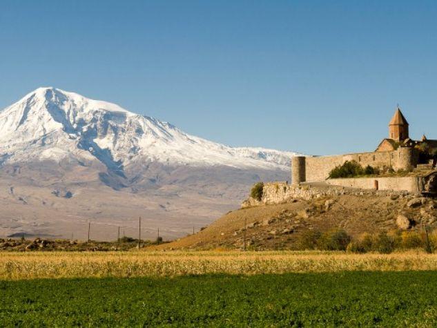 Armenia. Il monastero di Khor Virap ai piedi dell'Ararat.