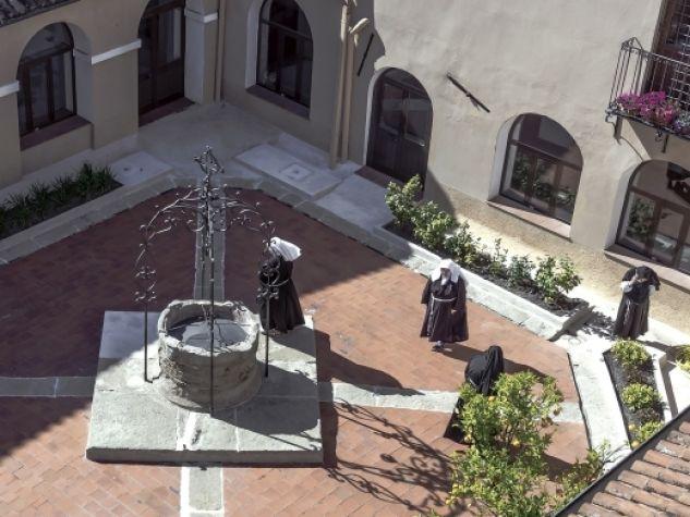 Il chiostro del monastero di Santa Chiara a Oristano.