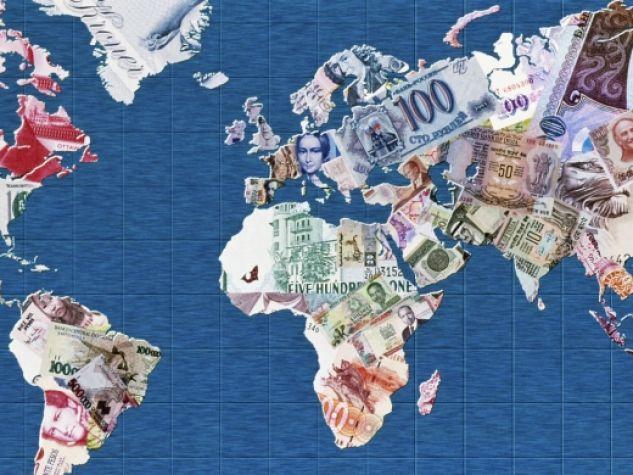 Planisfero tappezzato di banconote.