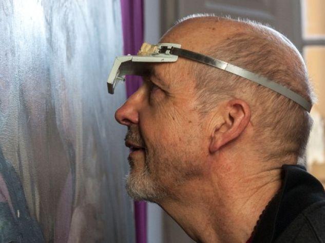 """Bill Viola nello studio di Daniele Rossi durante il restauro della """"Visitazione"""" del Pontormo, Firenze, 2014."""
