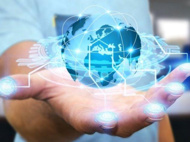 un globo terrestre digitale in mano