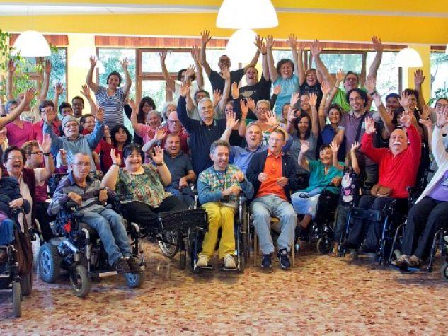 foto di gruppo per la comunità di Capodarco