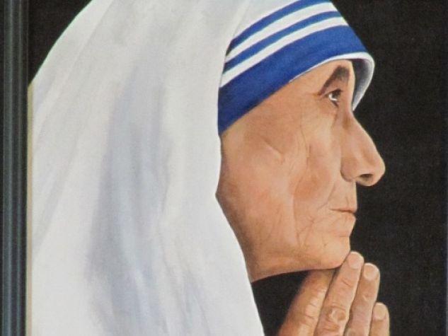 particolare di un quadro che ritrae Madre Teresa in preghiera