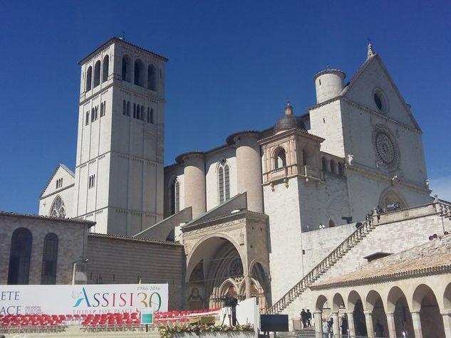 trentesimo dello Spirito di Assisi, piazza san Francesco pronta a ospitare la preghiera interreligiosa