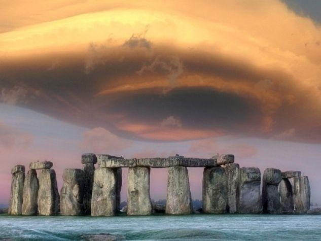 Il sito neolitico di Stonehenge, nei pressi di Amesbury, nello Wiltshire, Inghilterra.