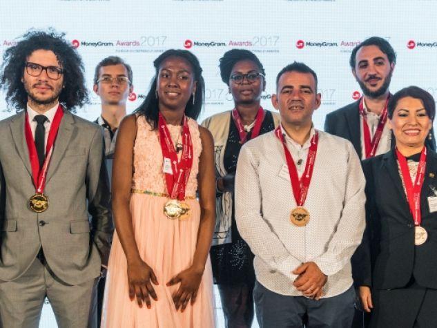Yafreisy Berenice Brown Omage, al centro, tra i finalisti del Premio Moneygram 2017 per l'imprenditore immigrato dell'anno.