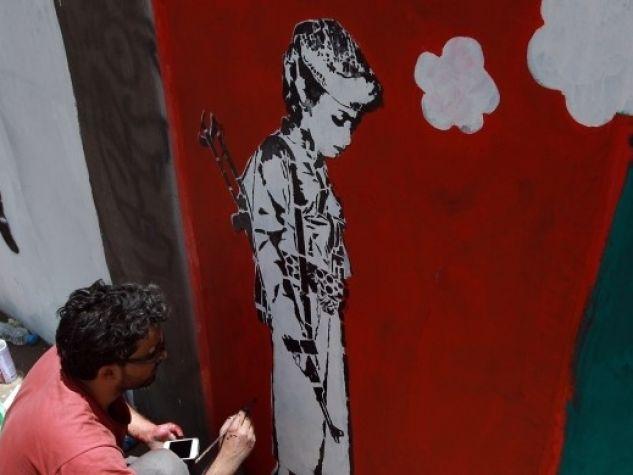 Murales contro il recrutamento di bambini soldato in Yemen.