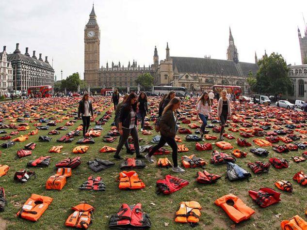 Londra, Giubbotti di migranti - Summit Onu