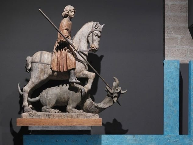 Statua di san Giorgio in mostra