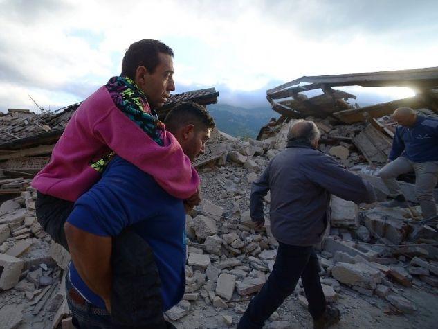 I primi soccorsi dopo il terremoto in Centro Italia