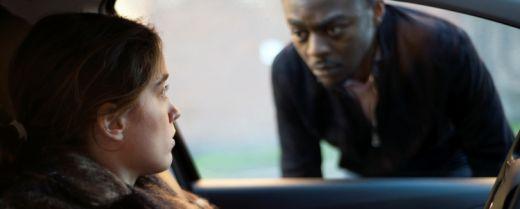"""Una scena tratta dal film """"La ragazza senza nome"""" di Jean-Pierre e Luc Dardenne."""