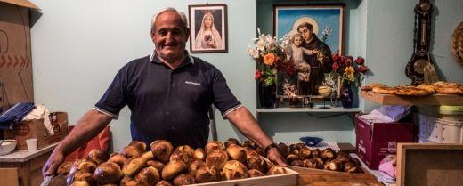 Mario con i pani di sant'Antonio a Rotonda