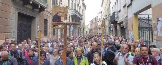 via san Francesco, l'arrivo a Padova dei pellegrini del Cammino di sant'Antonio