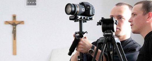 Frati con telecamere
