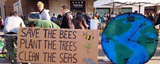 cartelli della manifestazione per il clima