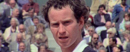 Il campione americano John McEnroe durante un Roland Garros negli anni '80.