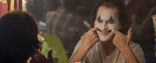 Joaquin Phoenix interpreta Joker nella pellicola diretta da Todd Philips.