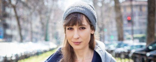 Un primo piano di Laura Imai Messina.