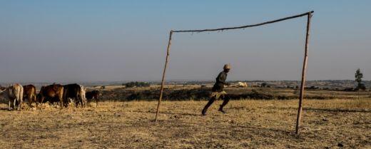 una porta di calcio in un campo, in Etiopia