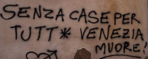 Scritta su un muro di Venezia.