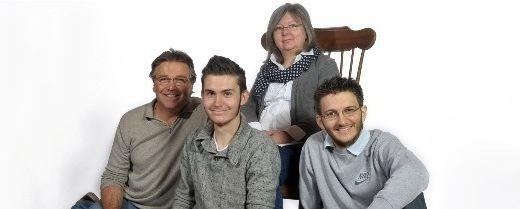 Mamma, papà e due figli grandi