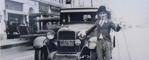 Vincenzo Pelliccione mentre interpreta il comico Charlie Chaplin alias Charlot.