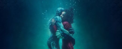 Sally Hawkins e Doug Jones interpretano Elisa Esposito e l'uomo anfibio in «La forma dell'acqua».