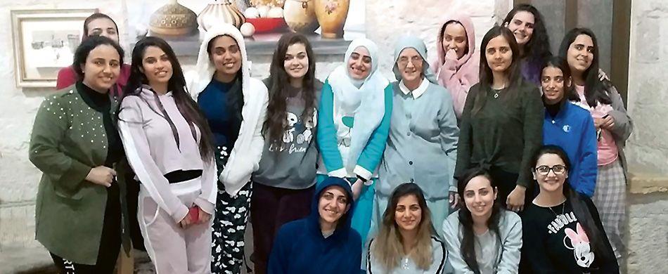 Le universitarie oltre il muro israelo-palestinese