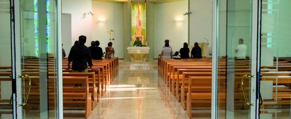 Messa con pochi fedeli