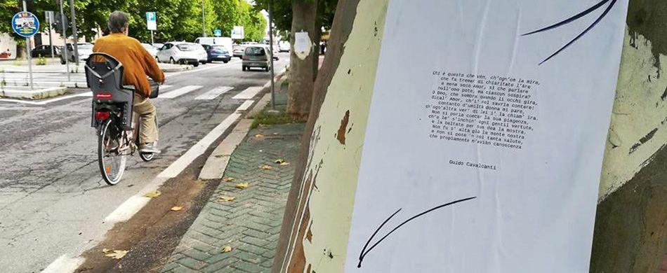 versi di poesia in strada