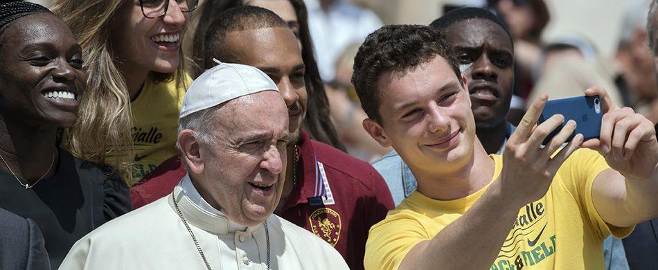 papa Francesco con i giovani