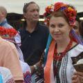 La festa è internazionale: donne in costume tipico ucraino. - ©MarcoSevarin