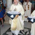 Al termine dell'Eucaristia i celebranti portano le suppliche arrivate tramite il Messaggero all'Arca del Santo - ©fraAndreaVaona