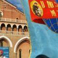 Lo stendardo del Messaggero apre il corteo di direttori e collaboratori con le loro famiglie alla processione del 13 giugno - Marco Sevarin
