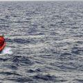 Ecco il gommone in acqua per andare a recuperare i migranti segnalati - ©GilbertoMastromatteo