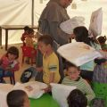 Attività scolastica per i più piccoli nel campo profughi di El Fayda. -