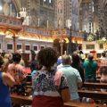 Fedeli in Basilica del Santo. - © Marco Sevarin